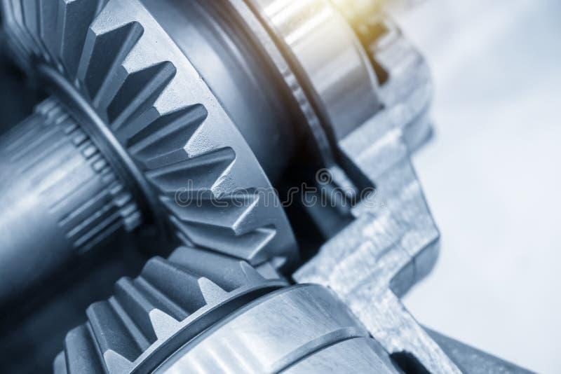 Scène en gros plan de l'engrenage différentiel du système de transmission des véhicules à moteur images stock