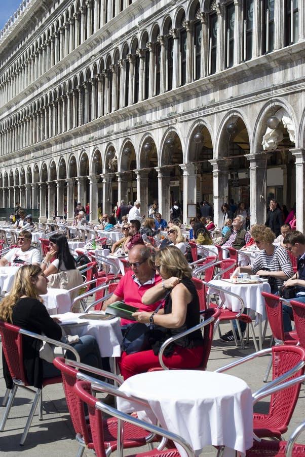 Scène extérieure de café en place de San Marco à Venise photo libre de droits