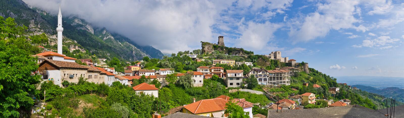 Scène met Kruja-kasteel dichtbij Tirana, Albanië royalty-vrije stock fotografie