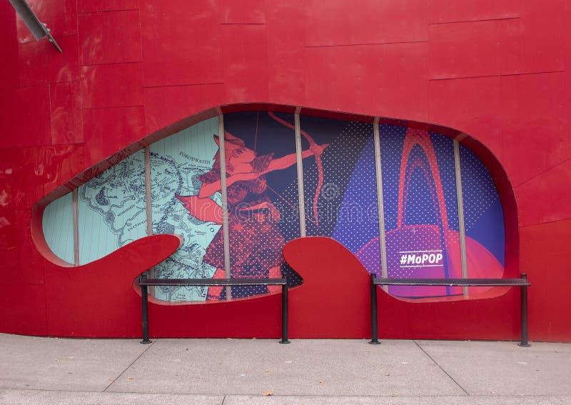 Scène op buiten het Museum van Pop Cultuur, of MoPOP, in het Centrum van Seattle royalty-vrije stock foto