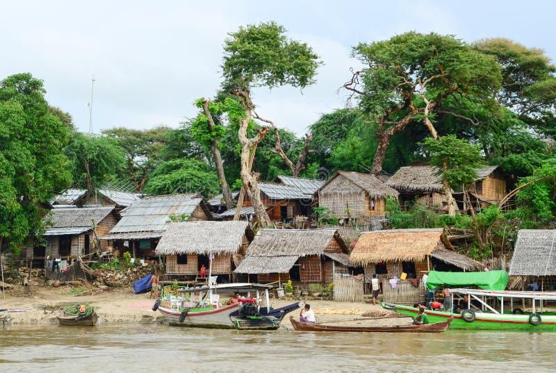 Scène typique de village de Birman local photographie stock libre de droits