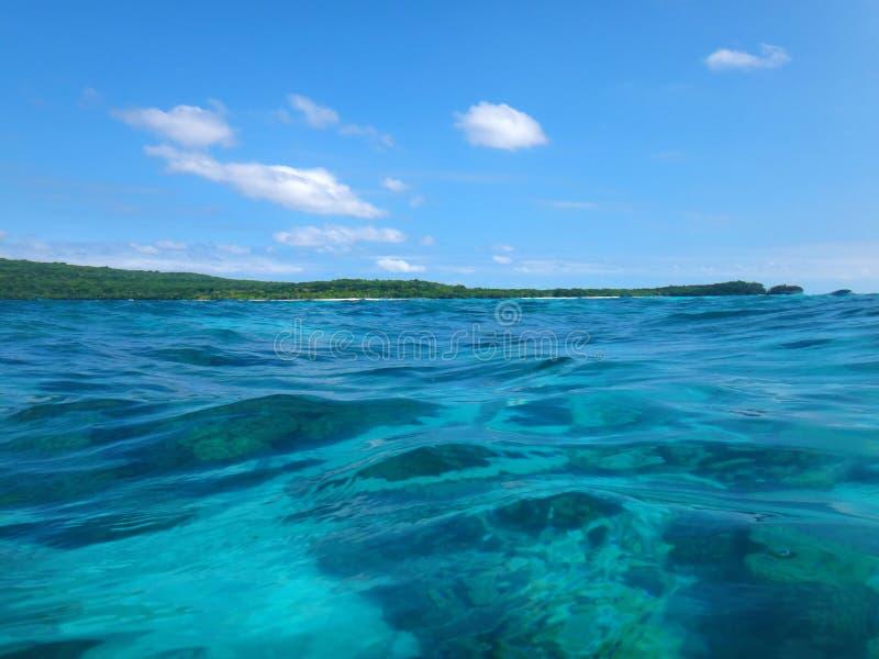 Scène van Kalmteeiland, Efate, Vanuatu stock foto