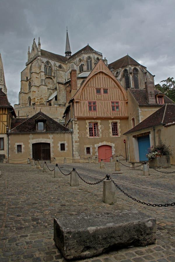 Scène van Kathedraal en Houthuizen, Auxerre royalty-vrije stock fotografie