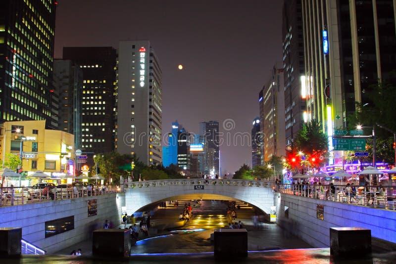 Scènes de nuit de courant et de ville de la Corée Séoul Cheonggyecheon photo libre de droits