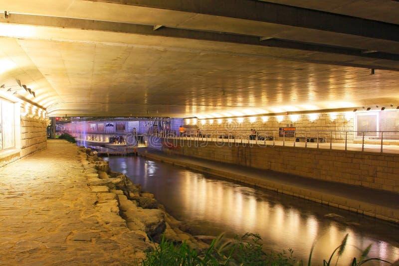 Scènes de nuit de courant et de ville de la Corée Séoul Cheonggyecheon images libres de droits