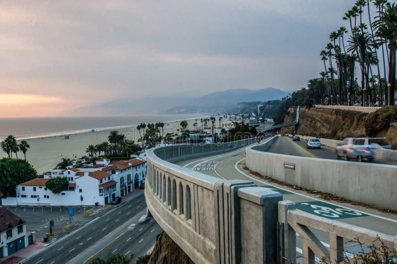 Scènes rond santa Monica Californië bij zonsondergang op vreedzame oceaan stock foto