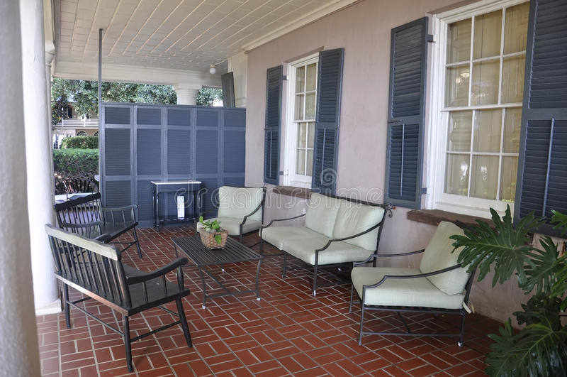 SC de Charleston, el 7 de agosto: Patio de la casa colonial histórica de Charleston en Carolina del Sur fotografía de archivo libre de regalías