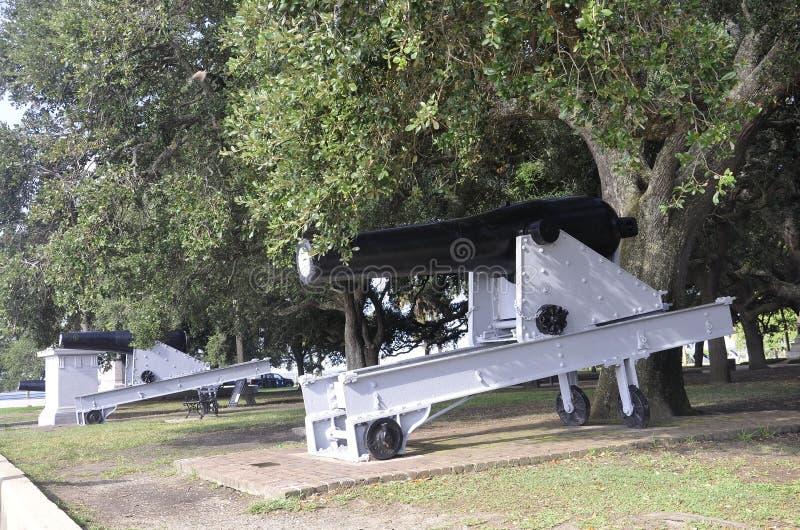 Sc de Charleston, le 7 août : Canon dans le jardin blanc de point de Charleston en Caroline du Sud photographie stock libre de droits