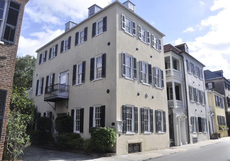 SC de Charleston, o 7 de agosto: Fileira de construções históricas de Charleston em South Carolina foto de stock