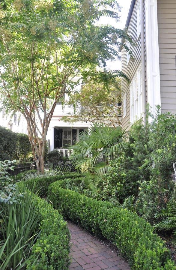 SC de Charleston, o 7 de agosto: Jardim histórico da casa de Charleston em South Carolina foto de stock