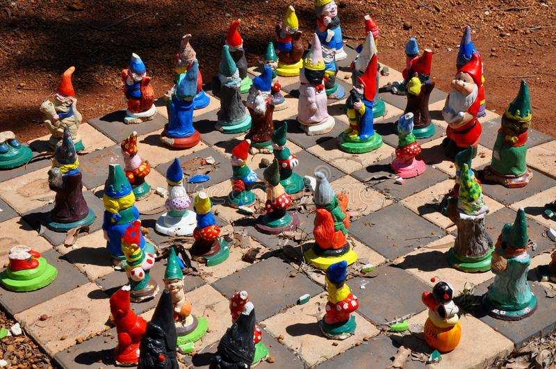 Scacchiera di Gnome del giardino: Gnomesville, Australia occidentale immagine stock libera da diritti