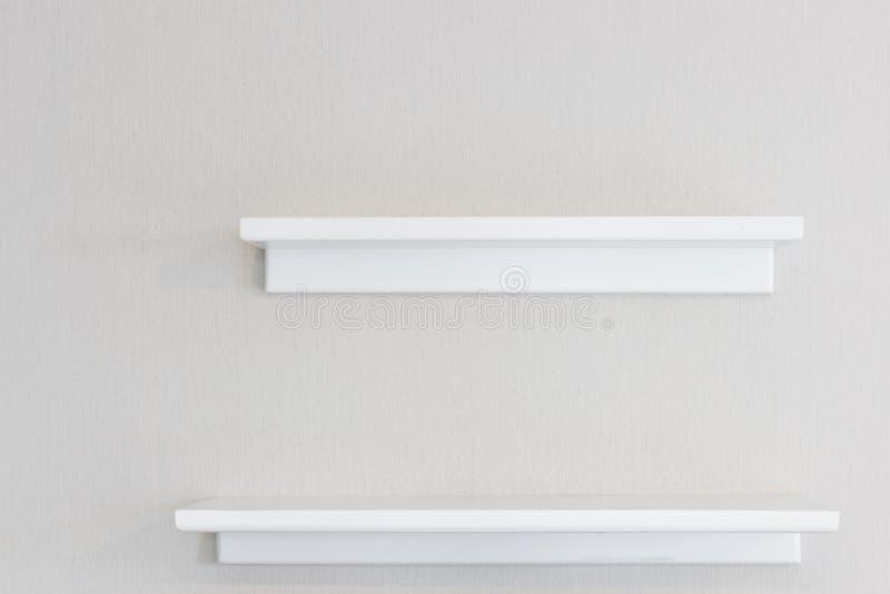 Scaffale di legno della parete fotografie stock libere da diritti