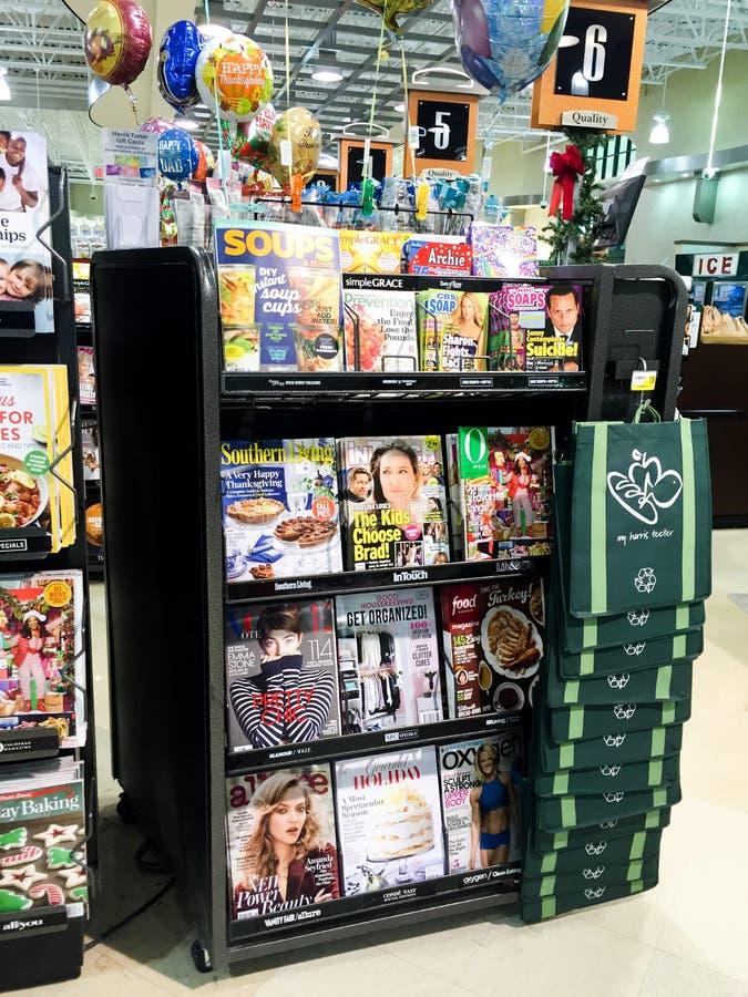 Scaffale di rivista della drogheria fotografia stock libera da diritti