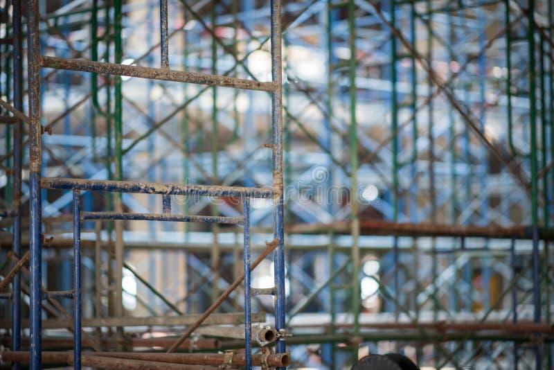 scaffold KonstruktionsScaffoldings Det anv?nde som den tillf?lliga strukturen till servicebyggnadsstrukturen under konstruktion royaltyfri foto