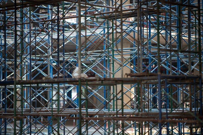 scaffold KonstruktionsScaffoldings Det anv?nde som den tillf?lliga strukturen till servicebyggnadsstrukturen under konstruktion royaltyfria foton