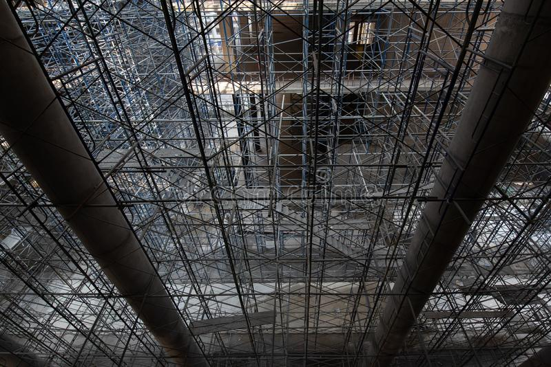 scaffold KonstruktionsScaffoldings Det anv?nde som den tillf?lliga strukturen till servicebyggnadsstrukturen under konstruktion fotografering för bildbyråer