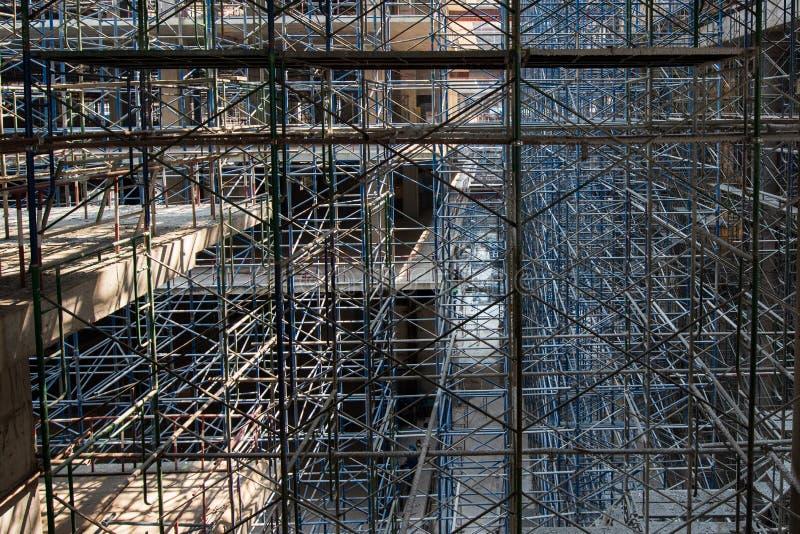 scaffold KonstruktionsScaffoldings Det anv?nde som den tillf?lliga strukturen till servicebyggnadsstrukturen under konstruktion arkivfoto
