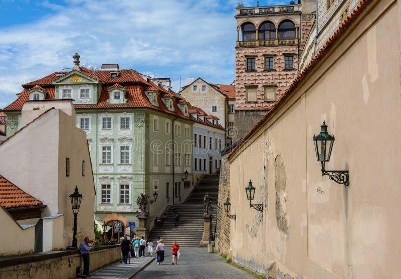 Scala che conduce al palazzo di Schwarzenberg nel castello di Praga, Praga, repubblica Ceca immagine stock