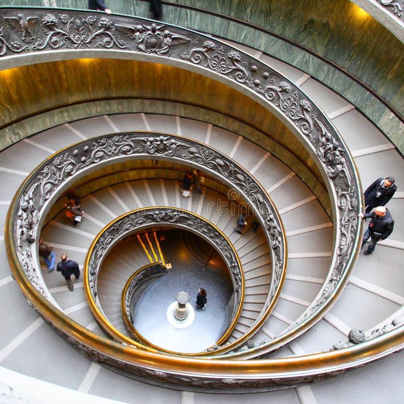 Scala a chiocciola nel Vaticano fotografie stock