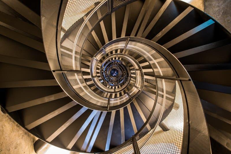 Scala a chiocciola in torre - architettura interna di costruzione fotografia stock
