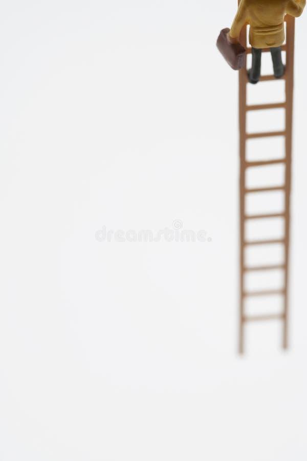 Scala di Figurine Climbing On dell'uomo d'affari fotografia stock