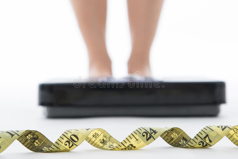 Scala di misura per il controllo il vostro peso immagini stock