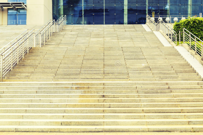 Scala di pietra ascendente, punti di pietra, scala di pietra fotografia stock