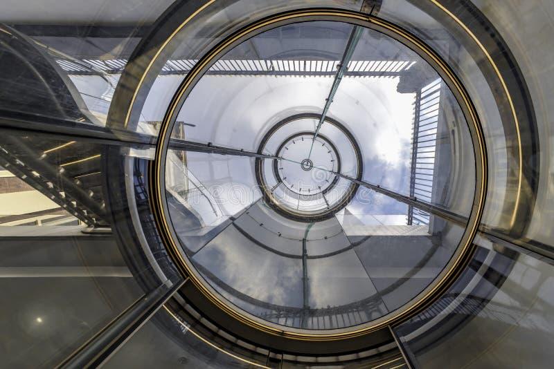Scala e ascensore di Mauritshuis fotografie stock