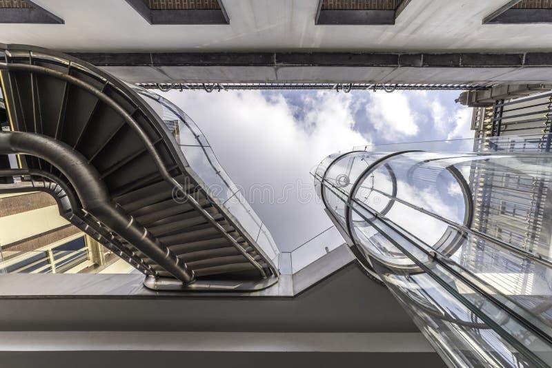 Scala e ascensore di Mauritshuis immagini stock
