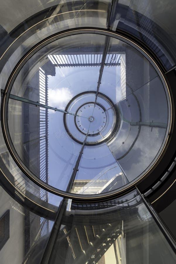 Scala e ascensore di Mauritshuis fotografie stock libere da diritti