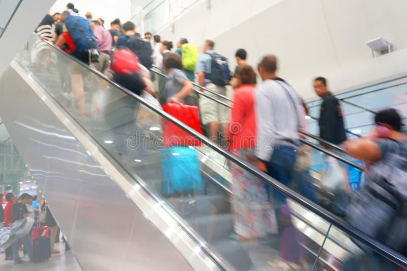 Scala mobile nell'aeroporto immagine stock libera da diritti