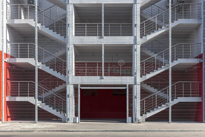 Scala o uscita di sicurezza dell'uscita di sicurezza del fabbricato industriale fotografia stock libera da diritti