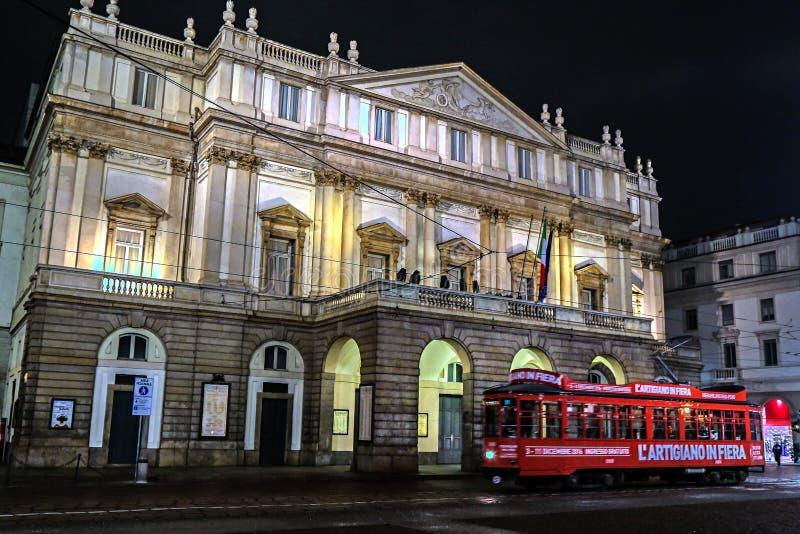 Scala opera przy nighttime fotografia stock
