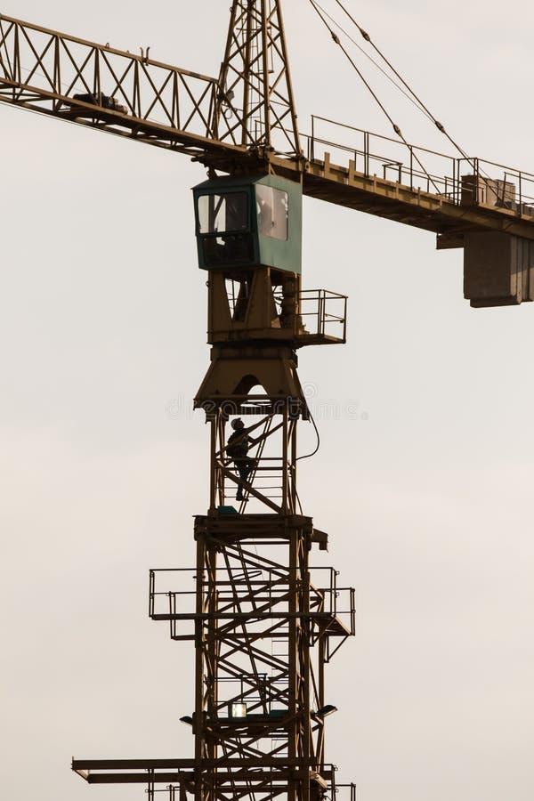 Scala rampicante del gruista della torre alla cima immagine stock libera da diritti