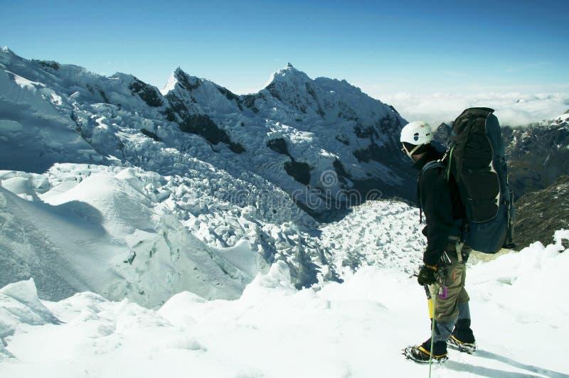 Scalatore sul ghiacciaio immagini stock libere da diritti