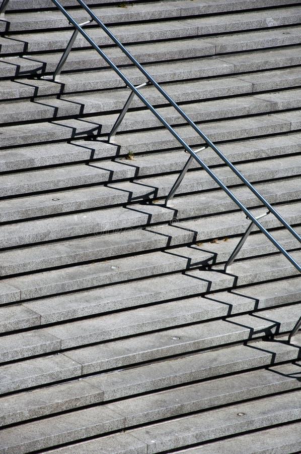 Scale con i corrimani dell'acciaio inossidabile fotografia stock
