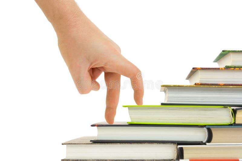 Scale del libro e della mano fotografie stock libere da diritti