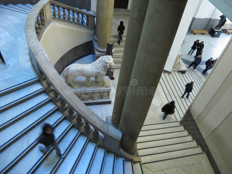 Scale del museo Archeological nazionale a Napoli fotografia stock