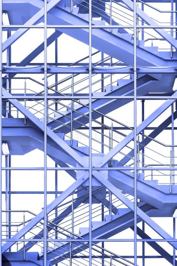 Scale dell'ufficio in blu immagine stock