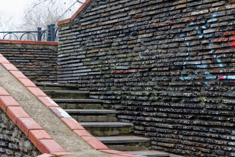 Scale della pietra di lerciume del mattone e parete della roccia fotografia stock