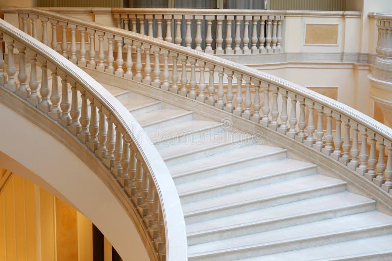 Scale di marmo in hotel fotografia stock libera da diritti