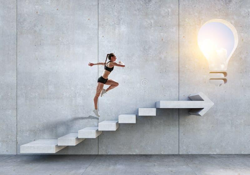 Scale di pietra rampicanti femminili del giovane atleta che illustrano sviluppo di carriera e concetto di successo Media misti fotografie stock libere da diritti
