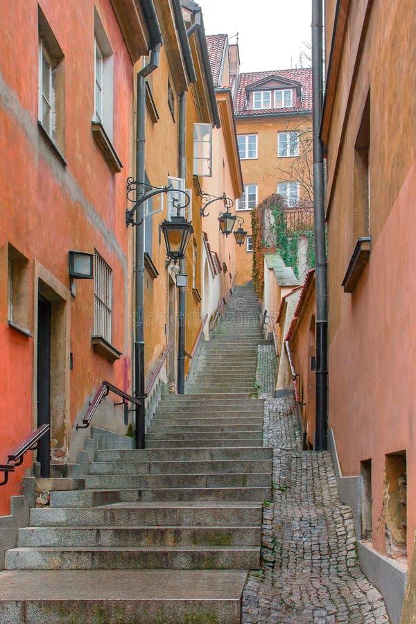 Scale nella vecchia città di Varsavia immagini stock libere da diritti