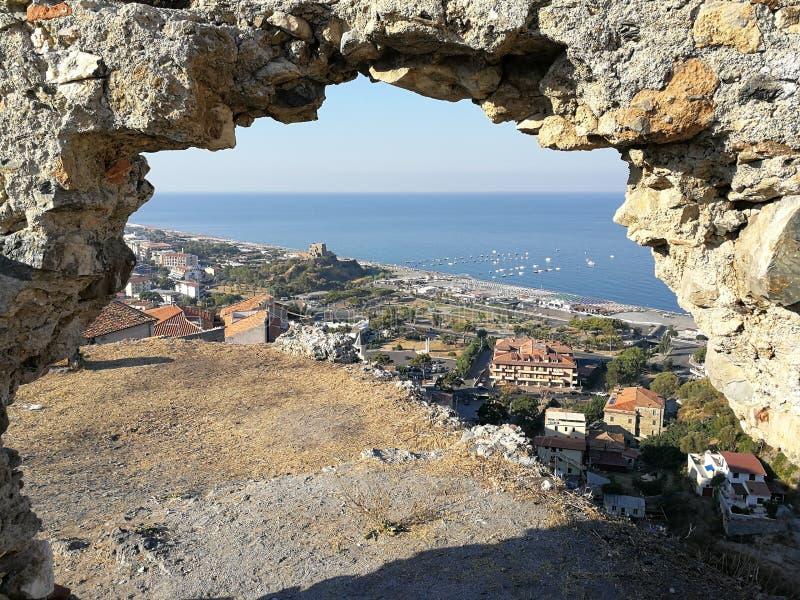 Scalea - panorama från slotten fotografering för bildbyråer