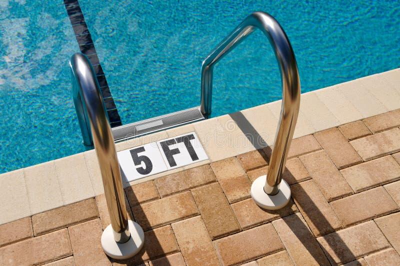 Scaletta della piscina fotografia stock libera da diritti