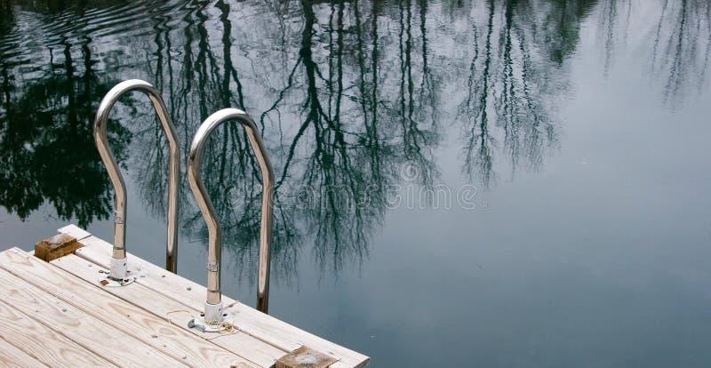 Scaletta di nuoto immagine stock