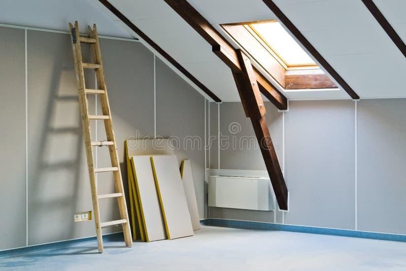 Scaletta e materiali da costruzione fotografia stock