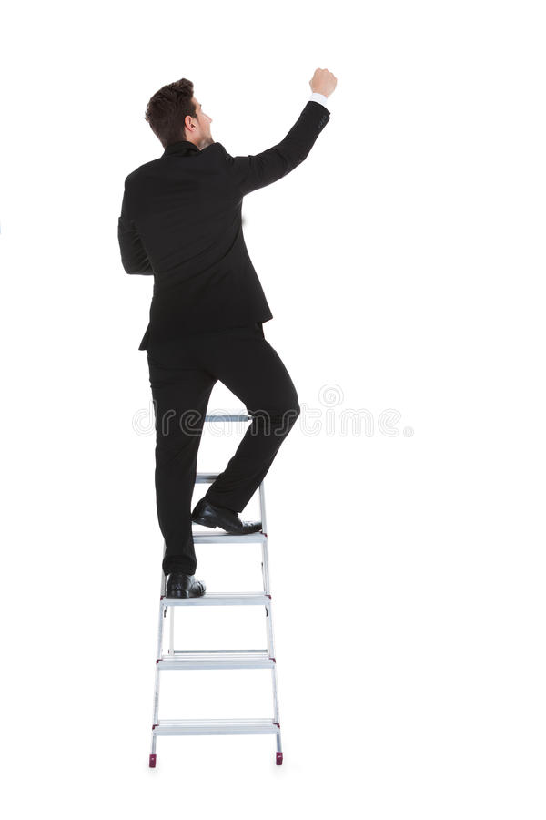 Scaletta rampicante di carriera dell'uomo d'affari immagine stock