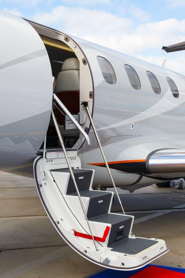 Scaletta in un jet privato immagini stock