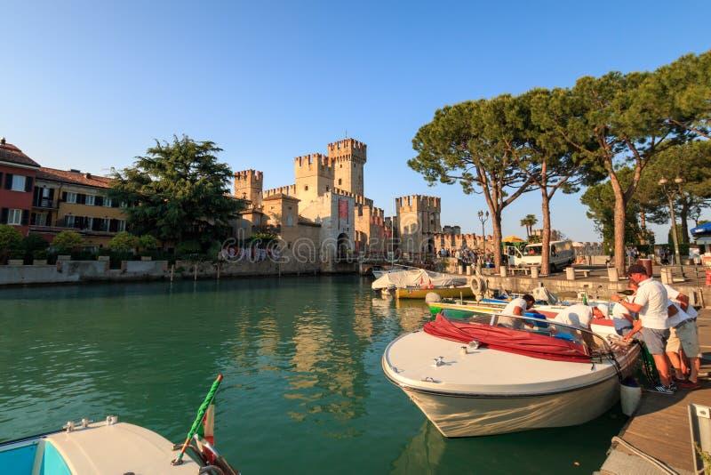 Scaliger城堡在西尔苗内,加尔达湖的意大利 图库摄影
